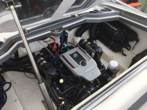 1472 - brokerage - donzi 22sx with mercruiser 5.0 mpi v8 engine - engine bay_l