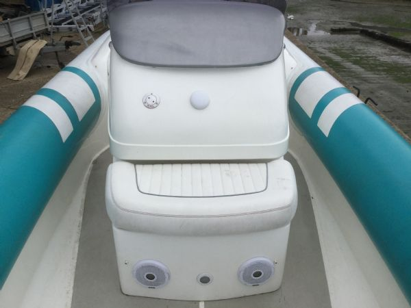 1473 - brokerage - cougar r8 rib with honda bf225 outboard engine - console seat_l