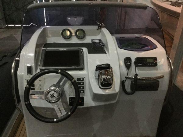 1468 - brokerage - brig 780 rib with suzuki df300 outboard engine - helm_l