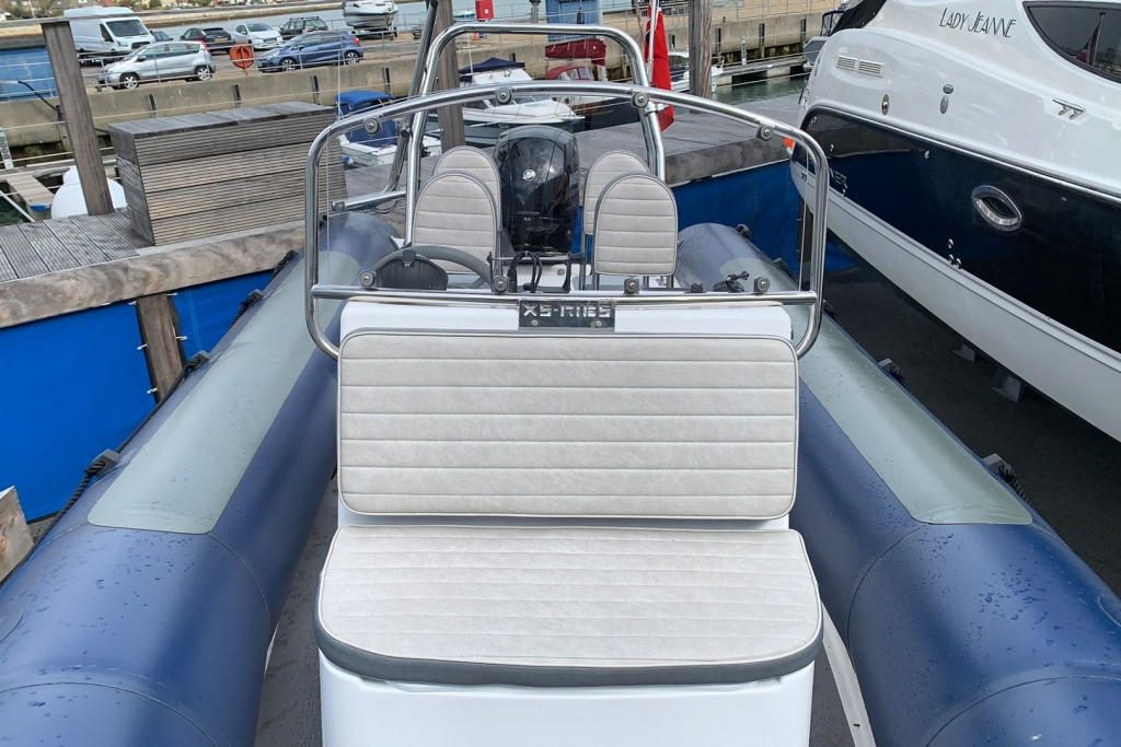 1643 - XS650 RIB with Mercury 150 engine and trailer - Bow seat