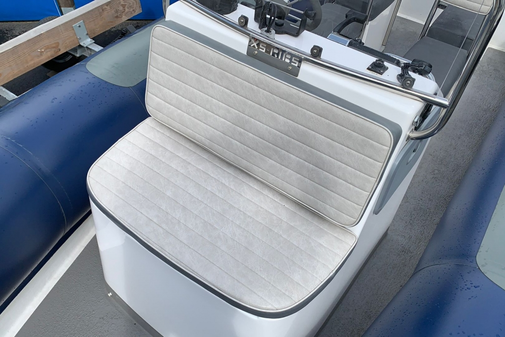 1643 - XS650 RIB with Mercury 150 engine and trailer - Bow seat 2