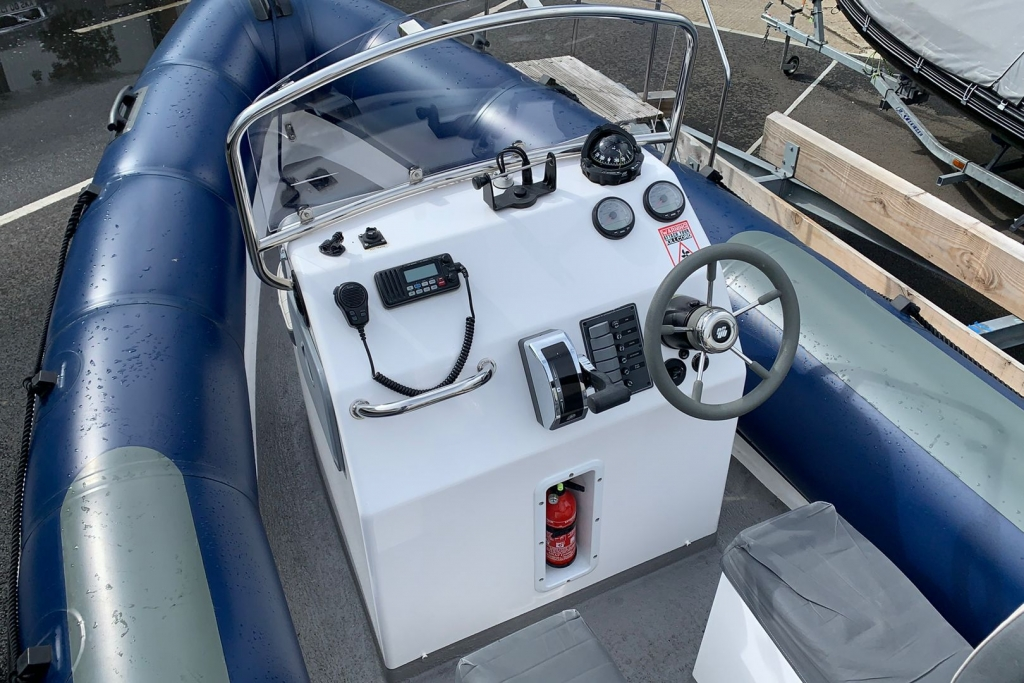 1643 - XS650 RIB with Mercury 150 engine and trailer - Console
