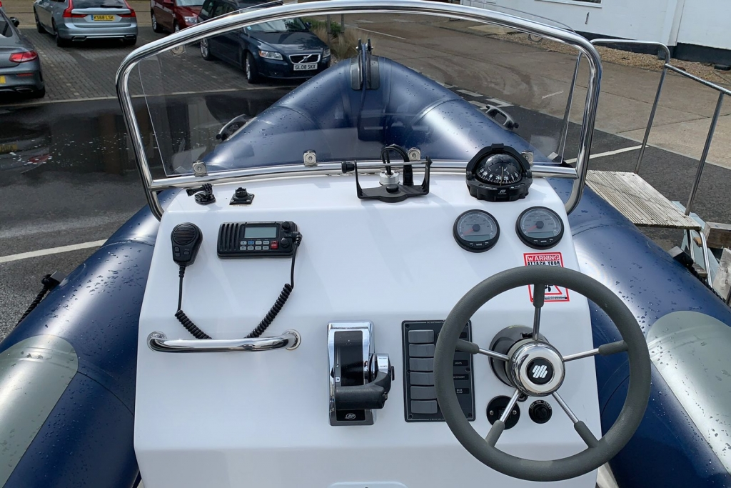 1643 - XS650 RIB with Mercury 150 engine and trailer - Console 2