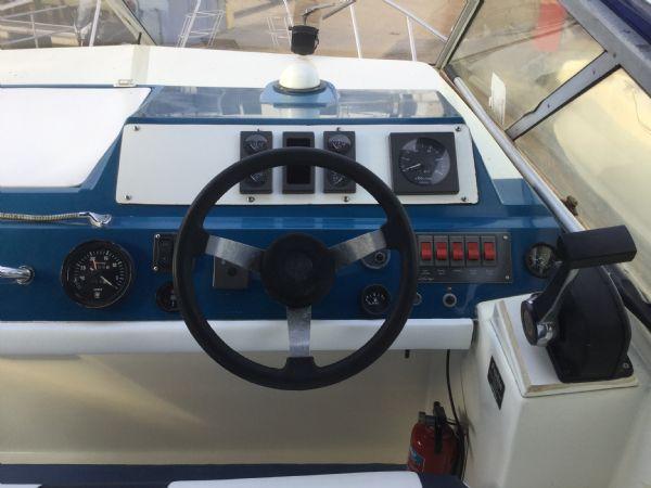 brokerage - 1452 - fairline sunfury cruiser with yamaha turbo diesel engine - helm_l
