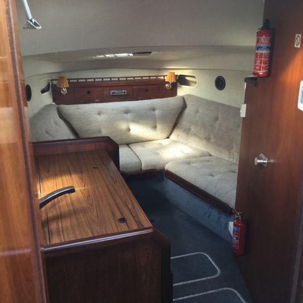 brokerage - 1452 - fairline sunfury cruiser with yamaha turbo diesel engine - lounge area_l