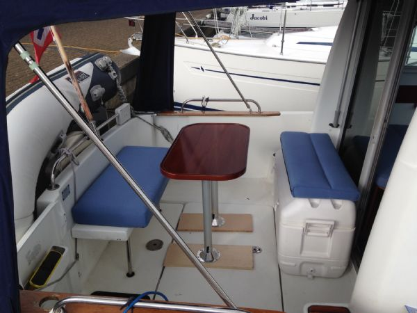 brokerage - 1453 - beneteau antares 760 with nanni 200hp inboard diesel - cockpit and canop_l