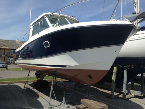 brokerage - 1453 - beneteau antares 760 with nanni 200hp inboard diesel - on the hard_l
