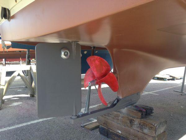 brokerage - 1453 - beneteau antares 760 with nanni 200hp inboard diesel - rudder and prop_l