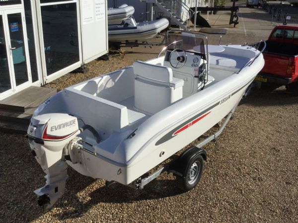 1267 selva 530 hard with evinrude etec 25hp engine and trailer - rear starboard quarter_l (1)