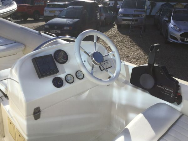 stock - 1445 - avon seasport 400 dl rib with honda bf50 engine - console from side_l