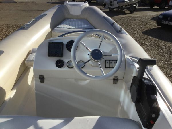 stock - 1445 - avon seasport 400 dl rib with honda bf50 engine - console_l