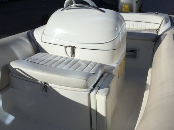 stock - 1445 - avon seasport 400 dl rib with honda bf50 engine - forward folding seat down_l