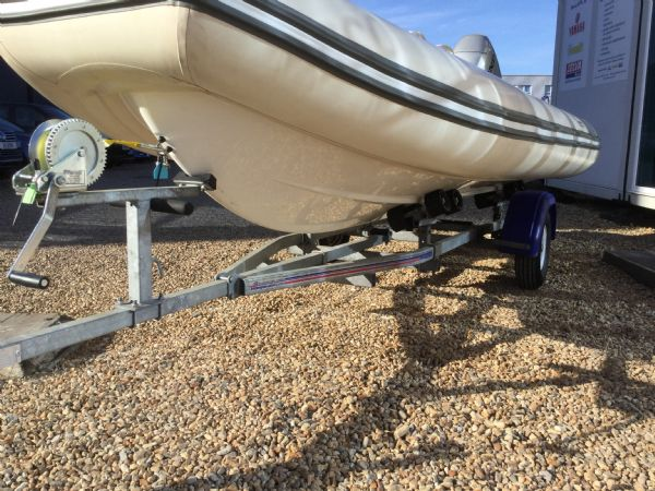 stock - 1445 - avon seasport 400 dl rib with honda bf50 engine - portside hull_l