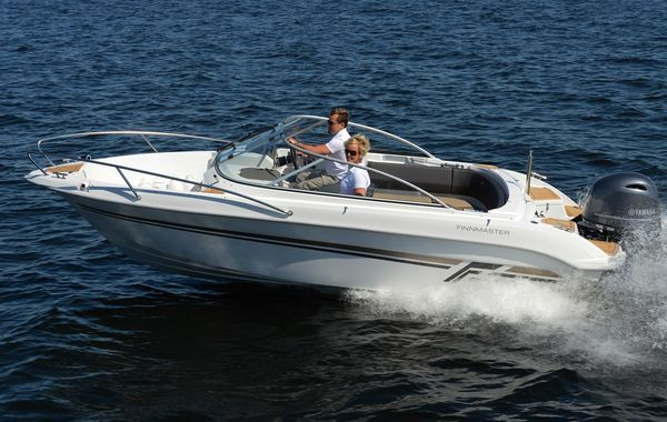 finnmaster 62 bow rider with yamaha engine - at speed in water_l