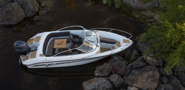 finnmaster-62-bow-rider-with-yamaha-engine-boat-layout-from-above-l - thumbnail.jpg