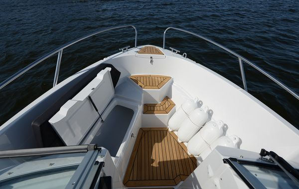finnmaster 62 bow rider with yamaha engine - bow sun deck area with storage_l