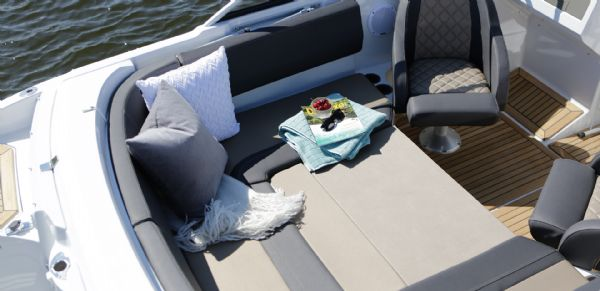 finnmaster 62 bow rider with yamaha engine - cockpit seating area_l