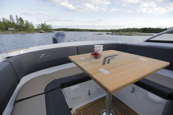 finnmaster 62 bow rider with yamaha engine - cockpit table and seating_l