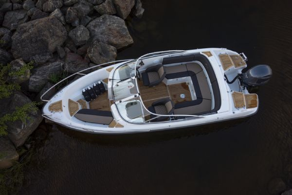 finnmaster 62 bow rider with yamaha engine - whole boat layout from above_l