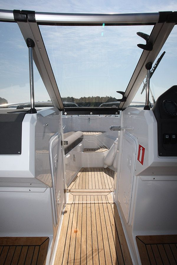 finnmaster 62 bow rider with yamaha engine - windscreen and wiper_l