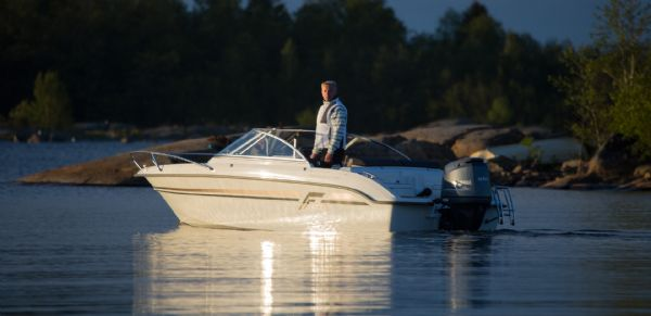 finnmaster-55-bow-rider-with-yamaha-engine-boat-on-water-from-stern-l - thumbnail.jpg