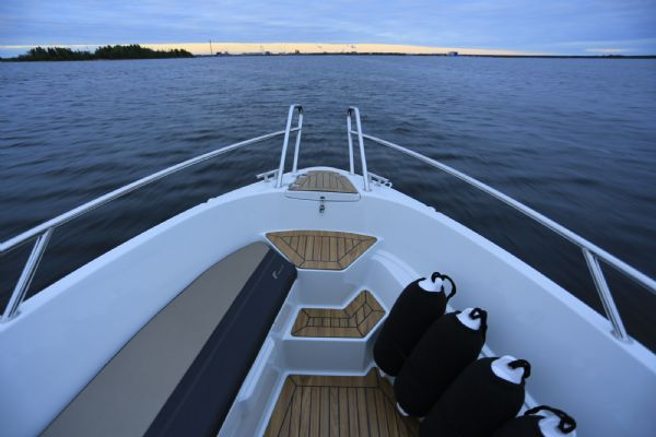 finnmaster 55 bow rider with yamaha engine - bow with teak deck, steps and fenders_l
