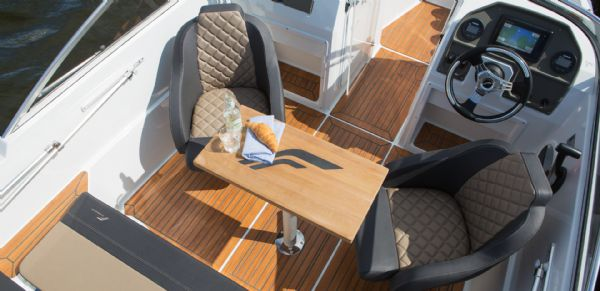 finnmaster 55 bow rider with yamaha engine - cockpit table and rotating seats_l