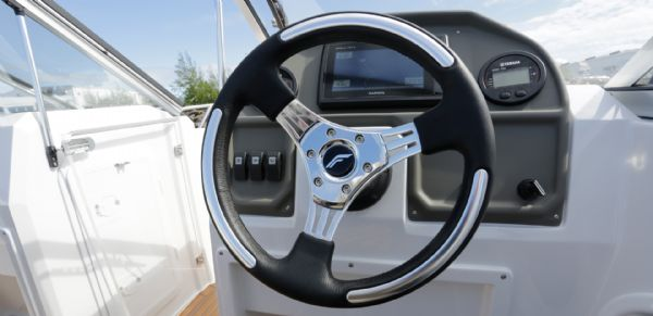 finnmaster 55 bow rider with yamaha engine - helm and steering wheel_l