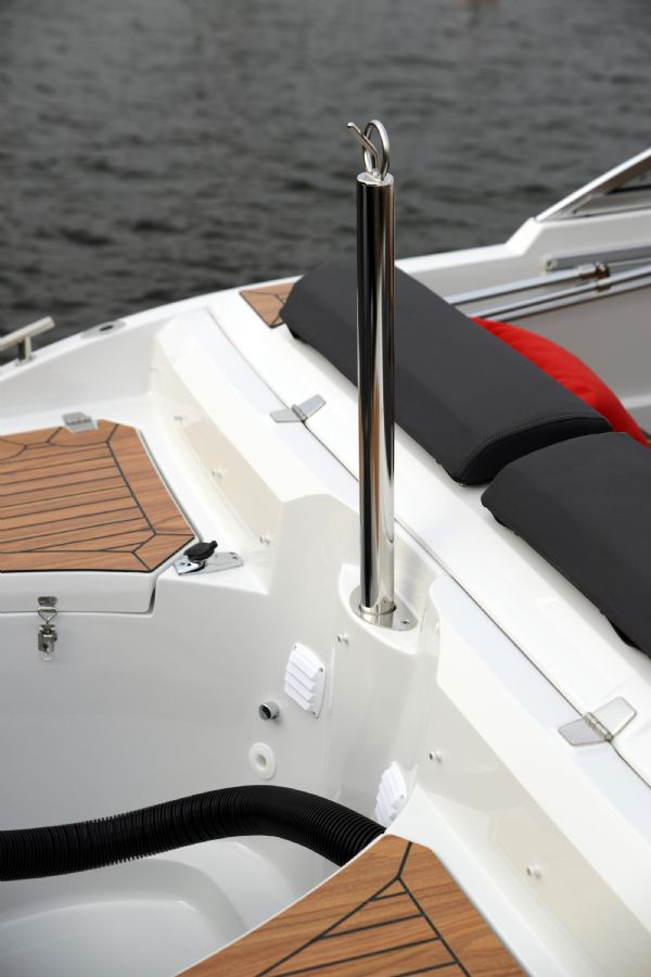 finnmaster 55 bow rider with yamaha engine - water skiing pole_l