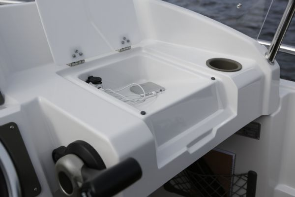 finnmaster 55sc boat with yamaha outboard engine - 12 volt output_l