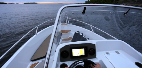 finnmaster 55sc boat with yamaha outboard engine - bow_l