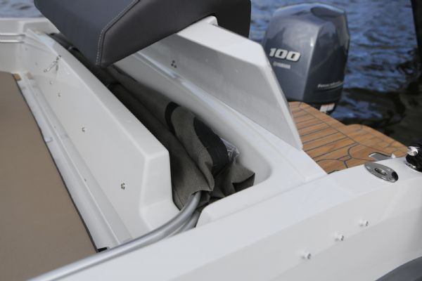 finnmaster 55sc boat with yamaha outboard engine - canopy storage_l