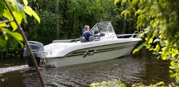 finnmaster-55sc-boat-with-yamaha-outboard-engine-side-view-l - thumbnail.jpg