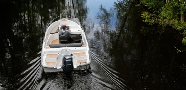 finnmaster 55sc boat with yamaha outboard engine - stern and engine_l
