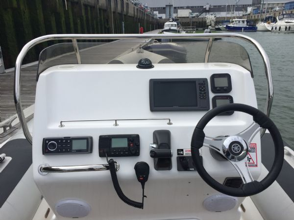 ballistic 6.5m rib with yamaha f200hp outboard engine - helm and electronics_l