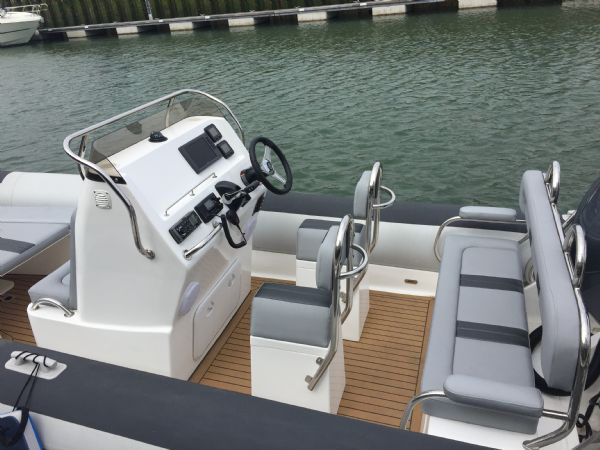 ballistic 6.5m rib with yamaha f200hp outboard engine - seating layout_l