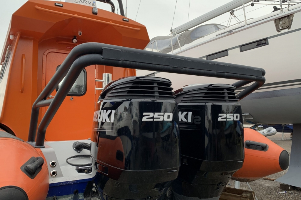 1638 - Brokerage - Gemini 880 WA RIB with twin Suzuki DF250 engines - Engine Cage