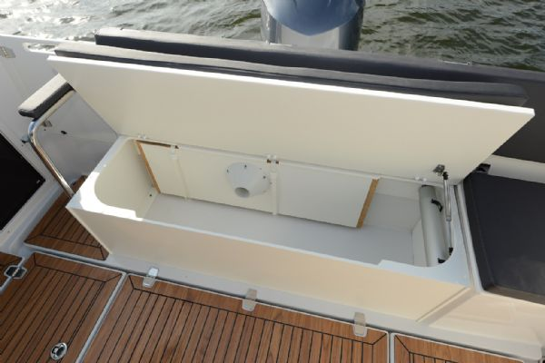 finnmaster pilot 8 with yamaha outboard engine - aft bench in cockpit_l