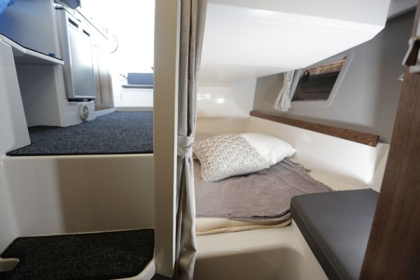 finnmaster pilot 8 with yamaha outboard engine - berth_l