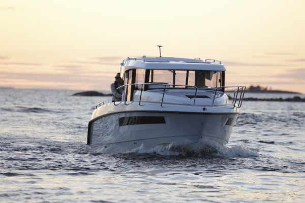 finnmaster-pilot-8-with-yamaha-outboard-engine-bow-l - thumbnail.jpg