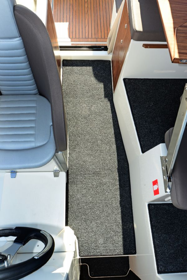 finnmaster pilot 8 with yamaha outboard engine - cabin carpets_l
