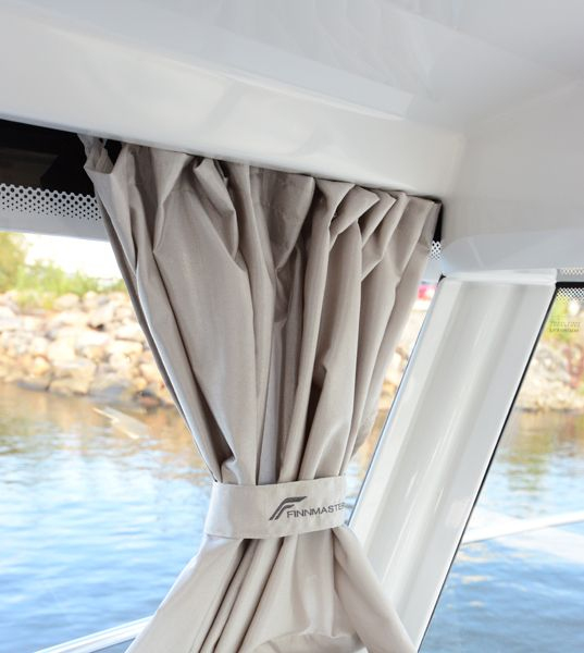 finnmaster pilot 8 with yamaha outboard engine - cabin curtains_l