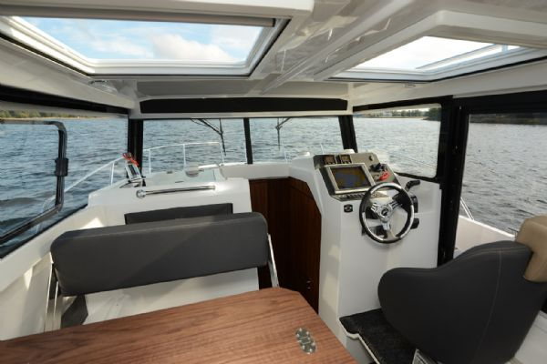 finnmaster pilot 8 with yamaha outboard engine - cabin interior 2_l