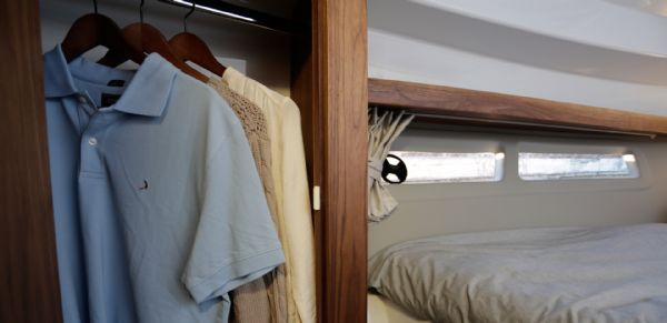 finnmaster pilot 8 with yamaha outboard engine - cabin storage_l