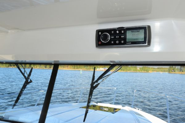 finnmaster pilot 8 with yamaha outboard engine - fusion marine stereo_l