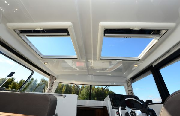 finnmaster pilot 8 with yamaha outboard engine - roof hatches_l