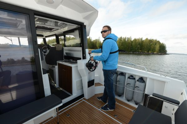 finnmaster pilot 8 with yamaha outboard engine - sliding aft door and external steering position_l