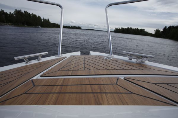 finnmaster pilot 8 with yamaha outboard engine - stainless steel handrails_l