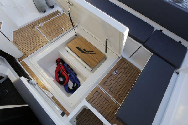 finnmaster pilot 8 with yamaha outboard engine - stern storage locker_l