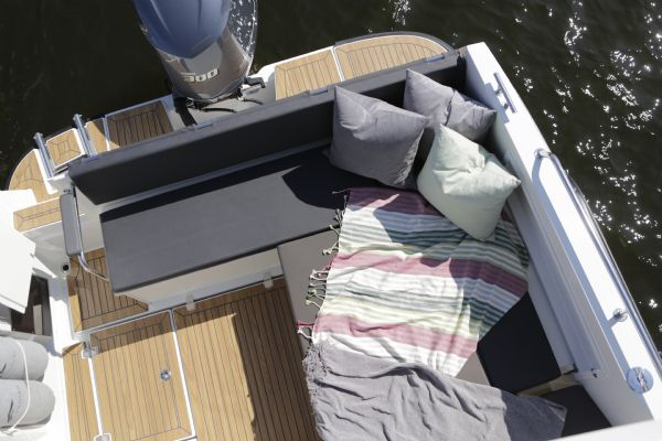 finnmaster pilot 8 with yamaha outboard engine - sun pad area_l